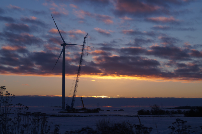 Generator wiatrowy, zachód słońca