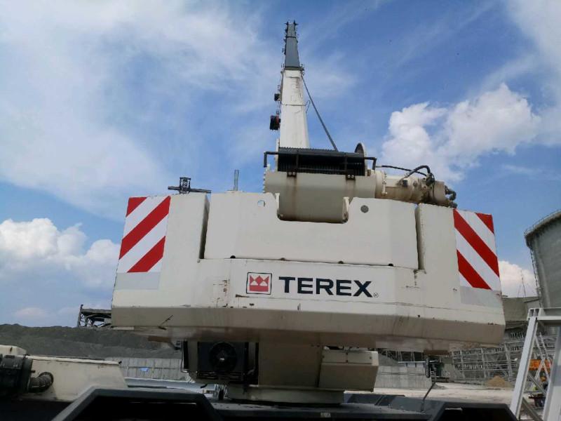 Biały dźwig Terex 2